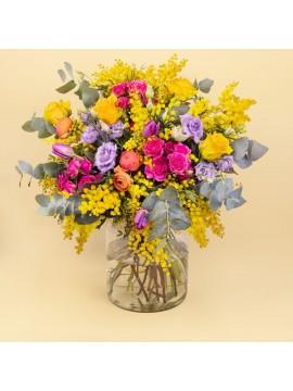 Bouquet di mimosa e fiori misti